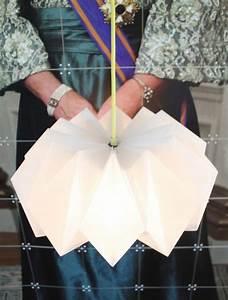 Origami Lampe Kaufen : die besten 25 lampe papier ideen auf pinterest diy origami lampe lampe papier origami diy ~ Markanthonyermac.com Haus und Dekorationen