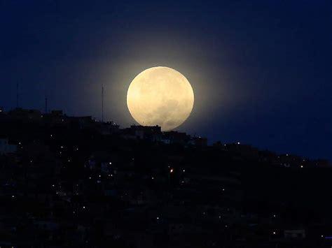 la luna llena ilumino el cielo esta navidad fotos