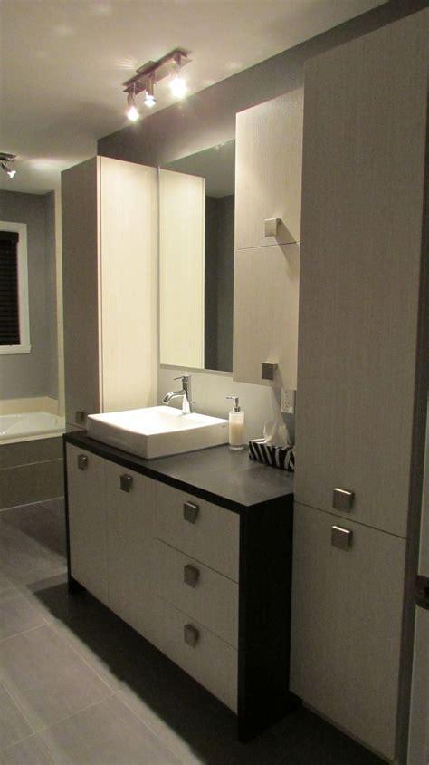 salle de bain contemporaine armoires en m 233 lamine droite avec comptoir de stratifi 233 en u designer