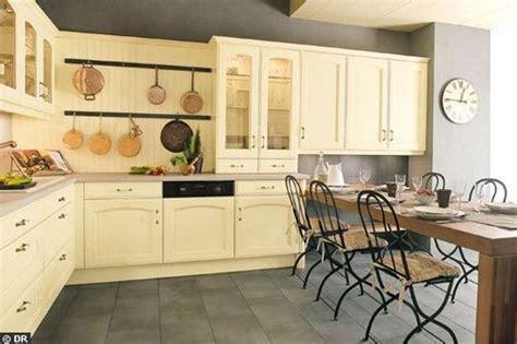 peindre cuisine chene peindre meuble de cuisine en chene images