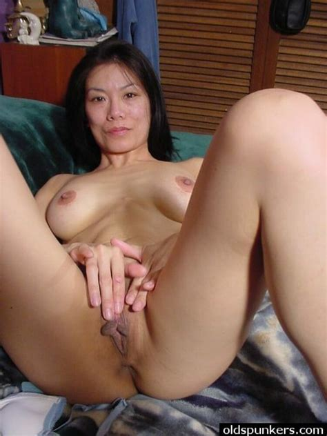 Sexy Milf Girlfriends Posing For Pictures Gallery 11