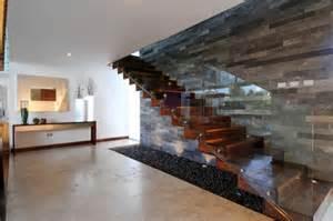 treppe modern freitragende treppe im spotlicht 29 moderne bolzentreppen