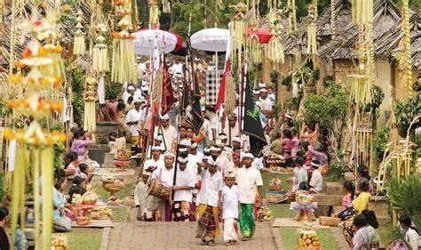 kuningan sejarah hari raya upacara yadnya  bali