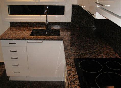 cuisine granite cuisine sol classique fonc en granit