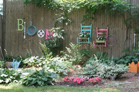 Fantastic Ideas For Decorating Your Garden Fence