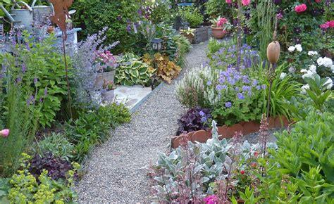 Garten Vorne Gestalten by Kleines Blumenbeet Gestalten Hier Haben Wir Ein Kleines