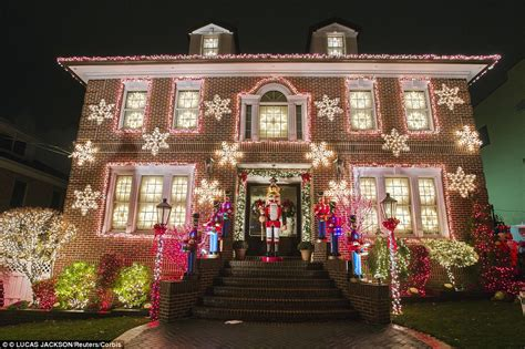 american christmas lights new york s most extravagant lights are in s dyker heights daily mail