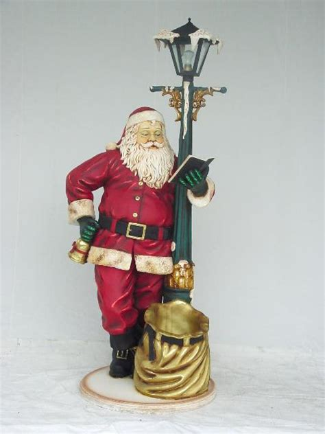 santa leaning  lamp post statue ft  christmas