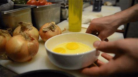 gif tutorial    scrambled eggs  egg shop chef nick korbee   feast