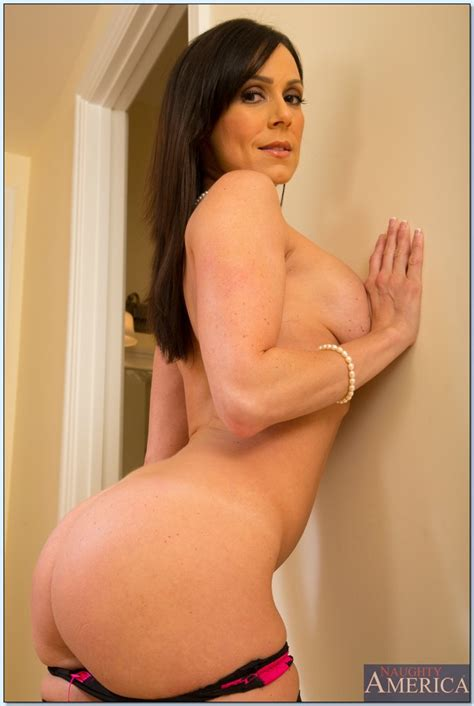 Great Looking Brunette Is Fucking Her Lover Photos Kendra