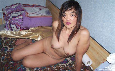 Beautiful Take Old Sandwich For Help India Attractive Topless Negro Model