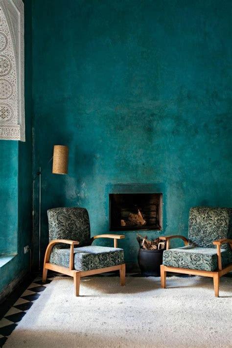Petrol Wandfarbe Wohnzimmer by Wandfarbe Benzin Wohnzimmer Minimalistischen Kamin Sessel