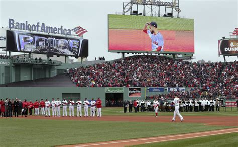 red sox raise  world series banner   years