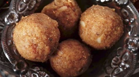 gondh ka laddoo laddu  indian mothers  served  high calorie ladoo post pregnancy