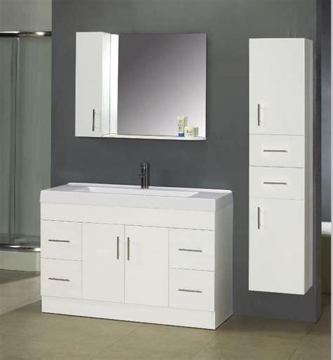 dekoration für badezimmer badezimmer schrank installieren schr 228 nke f 252 r besser