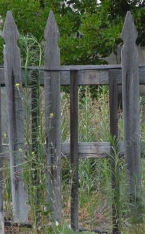 build  simple wooden fence