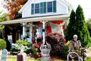 How Many Yards For Curtains by Halloween Porch Decorating Ideas Both Spooky And Fun