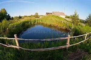 Kleiner Teich Im Garten : kleiner teich im dorf stockbild bild von zaun garten 27744437 ~ Markanthonyermac.com Haus und Dekorationen