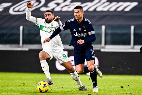 Alex sandro (juventus) header from the right side of the six yard box to the. Serie A : la Juventus vient à bout de Sassuolo