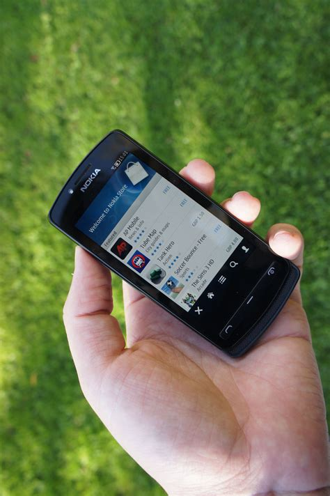 best small smartphone nokia 700