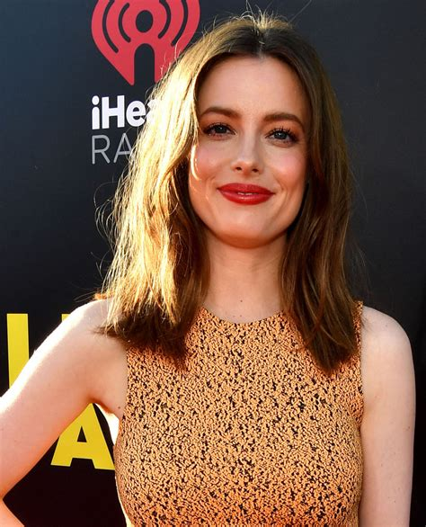 gillian jacobs medium straight cut shoulder length