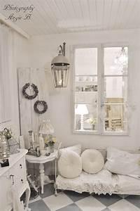 Shabby Chic Stehlampe : 25 idee per arredare il soggiorno in stile shabby chic ~ Sanjose-hotels-ca.com Haus und Dekorationen