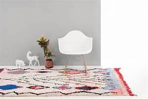 Tapis Berbere Bleu : tapis berb re couleur bleu et rose boucherouite ~ Teatrodelosmanantiales.com Idées de Décoration