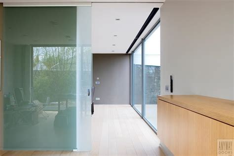 cuisine incorporé portes coulissantes en verre sur mesure anyway doors
