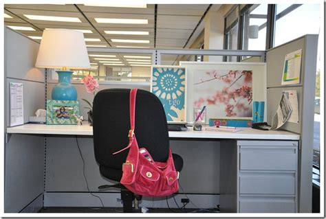 Cubicle Decorating Ideas by How To Decorate Your Work Cubicle Interior Home Design