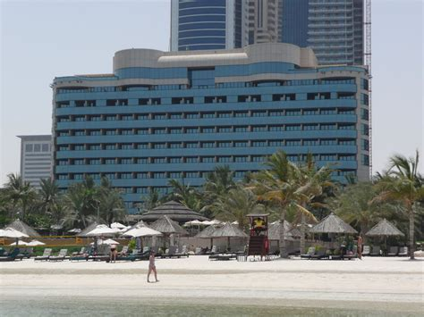 where to stay while in dubai world tourism place