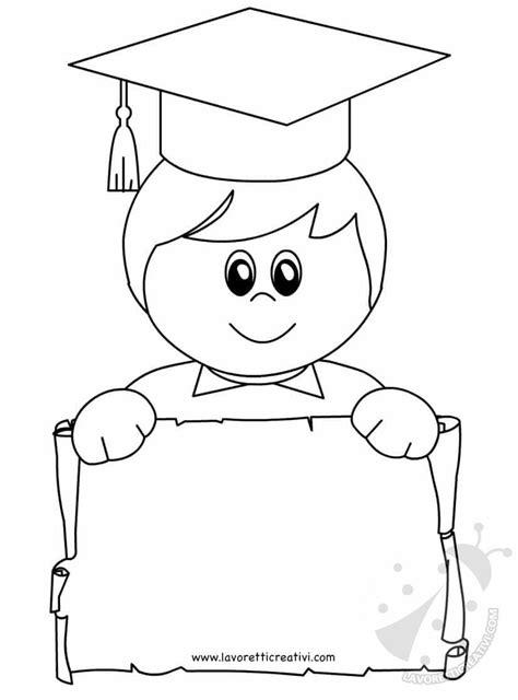 disegni bambini diplomati scuola infanzia bambino con tocco e diploma di anno scolastico