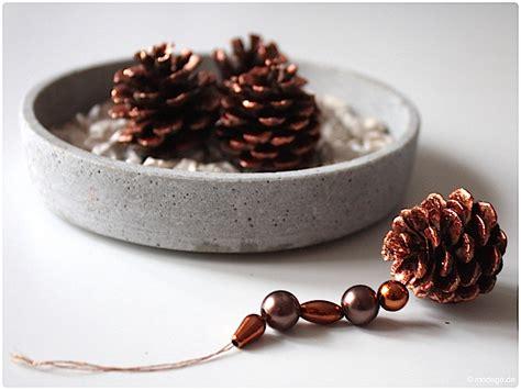 basteln mit tannenzapfen weihnachten n 228 hblog modage weihnachtliche tannenzapfen anh 228 nger basteln