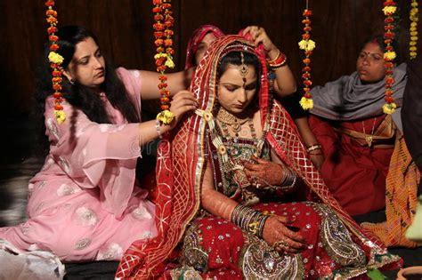 traditionelle hindische indische hochzeit redaktionelles