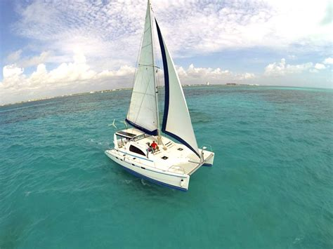 Barco Catamaran Cancun by Sailing Snorkel Cancun Isla Mujeres Premier