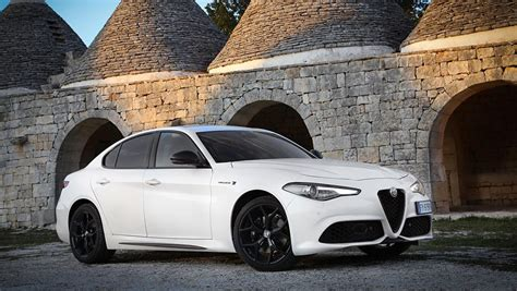 alfa romeo giulia  revealed sedan  major tech