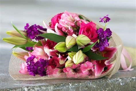 mandare fiori a distanza fiori regalare fiori