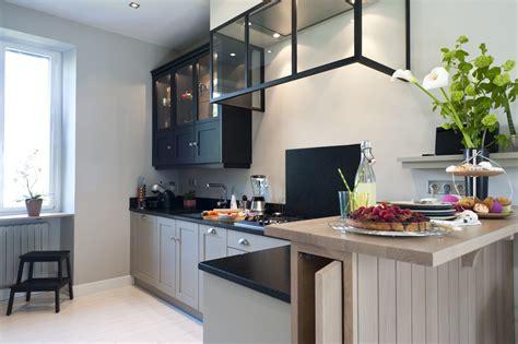 une cuisine sur mesure dans  petit espace ambiance