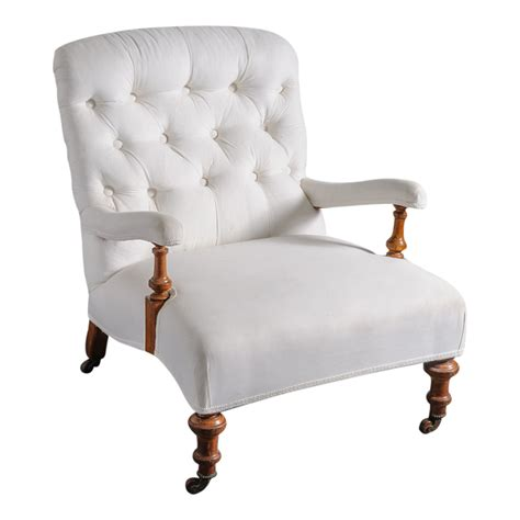 tufted chair w wooden legs on casters on