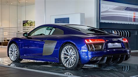 2016 audi r8 v10 gets santorini blue paint and