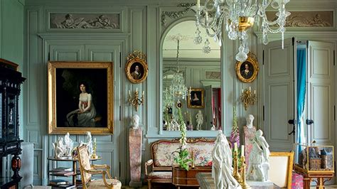 hang art  picture frame molding architectural