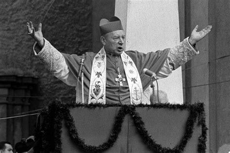 Cardinal stefan wyszyński was born in 1901 in eastern poland, then part of russia. Kardynał Wyszyński. Biografia ostatniego króla Polski - Polska - Newsweek.pl
