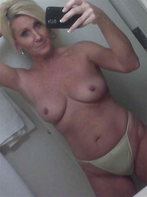 Milf Getting Naked And Taking Selfies British Sex Contacts Blog