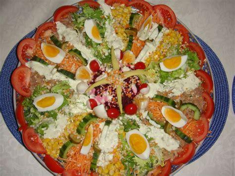 decoration de salade sur assiette baghrir l de deguster