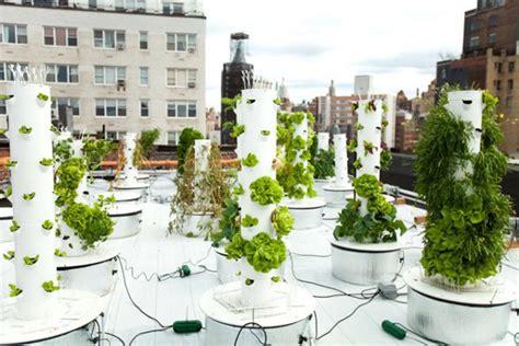 Vertical Hydroponic Gardening-thecoolist
