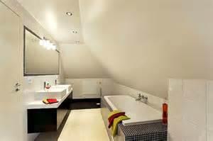 schlafzimmer ausstattung badewanne unter dachschräge 22 süße modelle archzine net