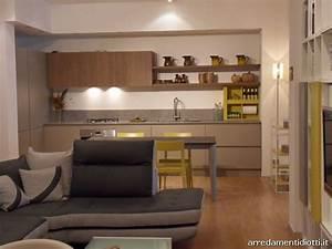 Open Space Composto Da Cucina Soggiorno E Divano