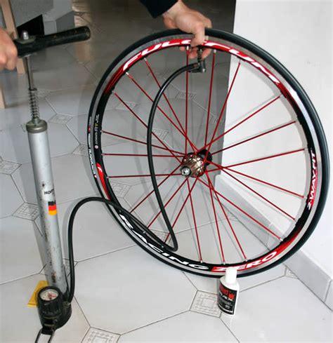 comment monter une chambre a air de velo comment monter un pneu de vélo tubeless méthode et