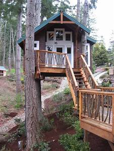 How to build a treehouse in the backyard for Tree house plans