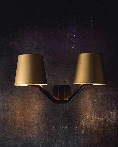 base wall light