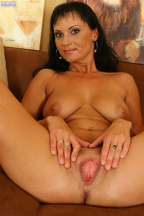 black haired milf tessa toy fuck her slit milf fox
